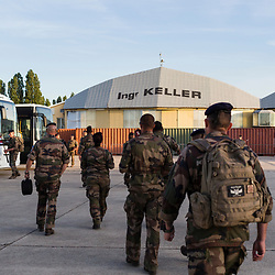 Deuxième journée de répétitions du défilé du 14 juillet 2019 sur la base aérienne 217 de Brétigny-sur-Orge. Suivi des marsouins du Régiment de Marche du Tchad depuis le petit déjeuner, durant les préparatifs, les passages et les débriefings. Ces répétitions permettront aux VBCI de défiler à 14 km/h et parfaitement alignés le matin du 14 juillet sur les champs Elysées.<br /> Juillet 2019 / Brétigny-sur-Orge (91) / FRANCE