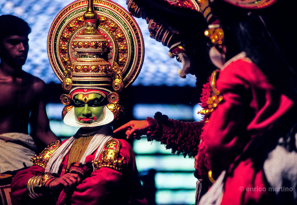 Green make-up (paccha) is for noble and pious characters. Conical shaped headgear is for Lord Rama, Khrisna and their sons.