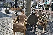 Nederland, Nijmegen, 6-4-2020 De binnenstad van Nijmegen is zo goed als leeg . Het is duidelijk rustiger en stiller in de straten, winkelstraten van het centrum in de stad . Mensen blijven thuis om zo min mogelijk risico te nemen ivm het corona virus . terrassen zijn gesloten .Foto: Flip Franssen