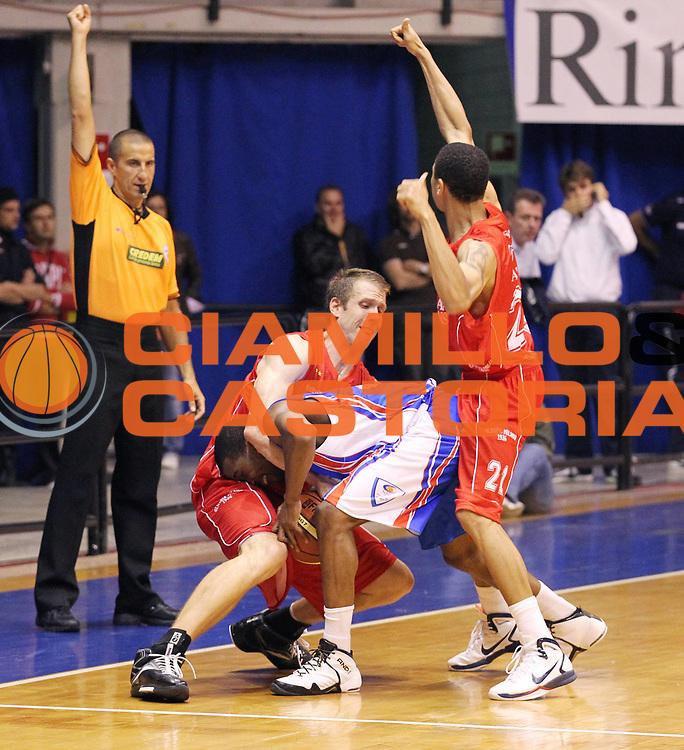 DESCRIZIONE : Desio Lega A 2010-11 Amichevole Trofeo Lombardia Armani Jeans Milano Bennet Cantu<br /> GIOCATORE : Michael Green RIchard Mason Rocca Ibrahim Jaaber<br /> SQUADRA : Bennet Cantu Armani Jeans Milano<br /> EVENTO : Campionato Lega A 2010-2011<br /> GARA : Amichevole Trofeo Lombardia Armani Jeans Milano Bennet Cantu<br /> DATA : 26/09/2010<br /> CATEGORIA : Palleggio Contesa<br /> SPORT : Pallacanestro<br /> AUTORE : Agenzia Ciamillo-Castoria/G.Cottini<br /> Galleria : Lega Basket A 2010-2011<br /> Fotonotizia : Desio Lega A 2010-11 Amichevole Trofeo Lombardia Armani Jeans Milano Bennet Cantu<br /> Predefinita :