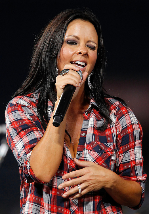 ATLANTA - AUGUST 7:  Singer Sara Evans performs in a post-game concert following the Major League Baseball game between the San Francisco Giants and the Atlanta Braves at Turner Field on August 7, 2010 in Atlanta, Georgia.  (Photo by Mike Zarrilli/Getty Images)