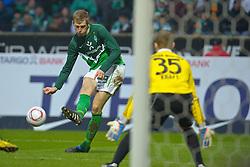 29-01-2011 VOETBAL: WERDER BREMEN - BAYERN MUNCHEN: BREMEN<br /> Per Mertesacker ( Werder #29 ) scoort de 1-0 tegen Thomas Kraft (Muenchen #35)<br /> ***NETHERLANDS ONLY***<br /> ©2010- FRH-nph / Frisch