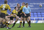 Reading Berkshire, 29/09/02<br /> London Irish vs Wasps,<br /> Rob HOWLEY, passes the ball, during the ZURICH PREMIERSHIP RUGBY match at the, Madejski Stadium,  [Mandatory Credit: Peter Spurrier/Intersport Images]