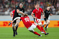 New Zealand's Brodie Retallick (left) and Wals' Rhys Patchell battle for the ball during the 2019 Rugby World Cup bronze final match at Tokyo Stadium.
