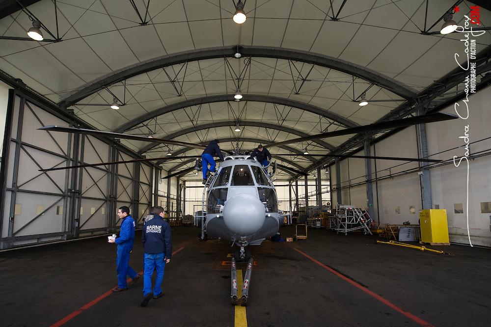 Activité de la Flottille 32F basée sur la BAN de Lanvéoc-Poulmic. Maintenance, entraînements hélitreuillage et missions d'assistance de l'hélicoptère SA321G Super Frelon de la Marine Nationale<br /> Avril 2010 / Lanvéoc (29) / FRANCE<br /> Voir le reportage complet (210 photos) http://sandrachenugodefroy.photoshelter.com/gallery/2010-04-Au-crepuscule-du-Super-Frelon-Complet/G00007PsbeX9o9w0/C0000yuz5WpdBLSQ