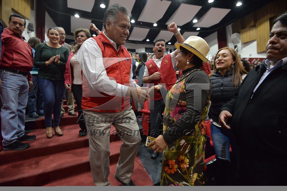 TOLUCA, México.- (Febrero 11, 2018).- La Convención Municipal de Delegados del PRI en Toluca aprobaron a Fernando Zamora como precandidato a la presidencia municipal de la capital mexiquense y le entregaron su constancia. Agencia MVT / Crisanta Espinosa.