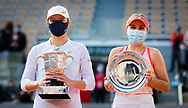 Iga Swiatek of Poland with the champions trophy and Sofia Kenin of the United States with the final trophy after the final of the Roland Garros 2020, Grand Slam tennis tournament, on October 10, 2020 at Roland Garros stadium in Paris, France - Photo Rob Prange / Spain ProSportsImages / DPPI / ProSportsImages / DPPI