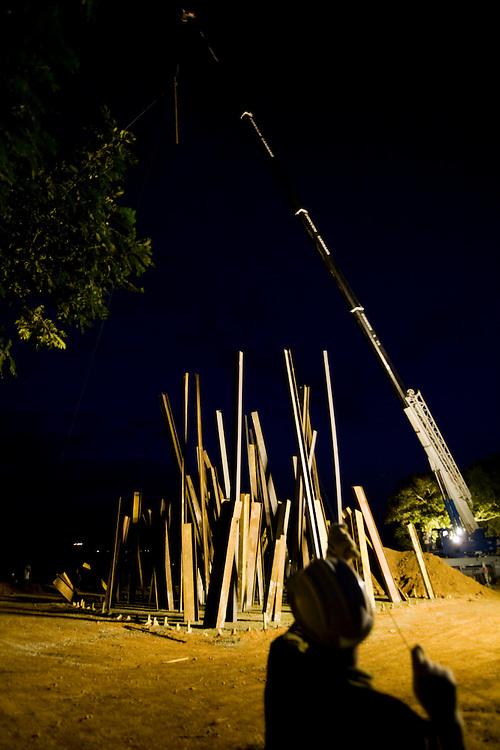 Brumadinho _ MG, 28 de Junho de 2008..Documentacao fotografica do processo de montagem da nova escultura realizada pelo artista norte americano Chris Burden, no Centro de Arte Contemporanea INHOTIM....Foto: BRUNO MAGALHAES / AGENCIA NITRO