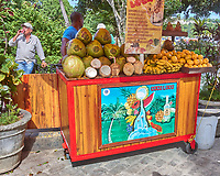Havana Walkabout - Fruit & Drink Street Vendor. Image taken with a Leica T camera and 23 mm f/2 lens.