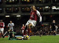 Thierry Henry Arsenal/Shay Given Newcastle United<br /> Arsenal v Newcastle United 23/01/05<br /> The Premier League<br /> Photo Robin Parker Digitalsport