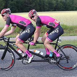 18-06-2017: Wielrennen: NK Paracycling: Montferlands-Heerenberg (NED) wielrennen  <br /> Tristan Bangma (Donkerbroek)-Patrick Bos zilver NK Tandem