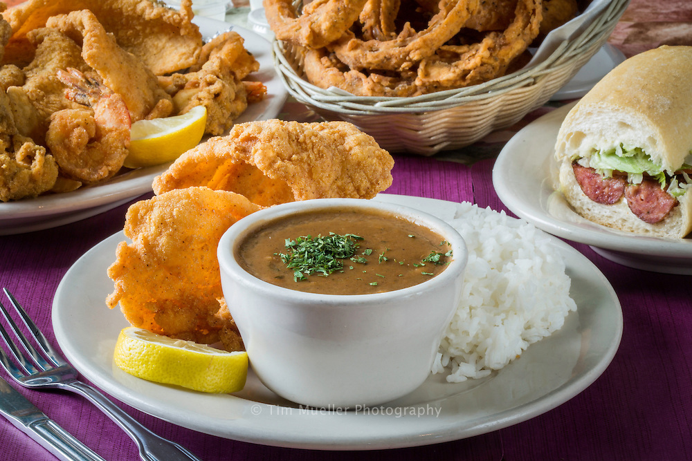 Lunch and drinks and Nobile's restaurant in Lutcher, La. Lunch includes south Lousiana favorites such as gumbo, fried fish and sausage Po-Boys. New Orleans Plantation Country travel destinations of historic places and delicious Cajun and Creole cuisine all along the Mississippi River.