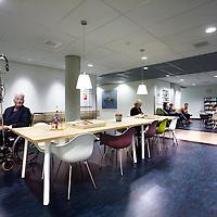 Nederland, Hoofddorp , 12 november 2013.<br /> De vernieuwde wachtkamer op de afdeling plastische chrirugie van het Spaarneziekenhuis.<br /> Foto:Jean-Pierre Jans