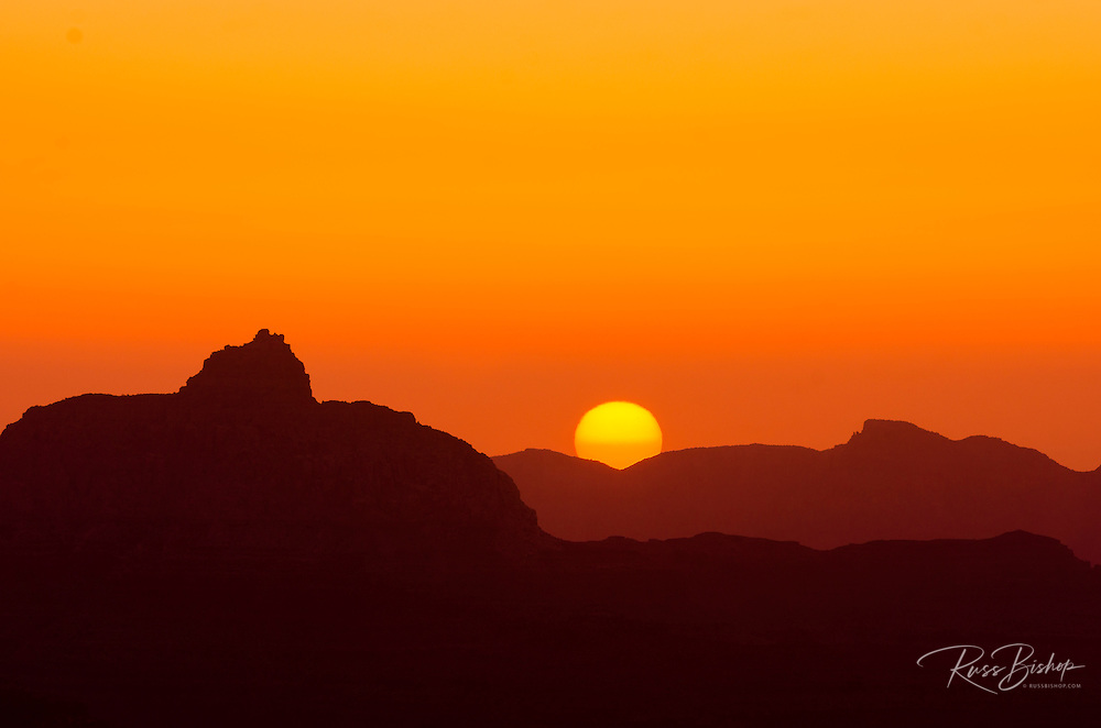Sunrise over the Grand Canyon from Mather Point, Grand Canyon National Park, Arizona USA