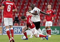 Pierre Emile Højbjerg (Danmark) kæmper med Romelu Lukaku (Belgien) under UEFA Nations League kampen mellem Danmark og Belgien den 5. september 2020 i Parken, København (Foto: Claus Birch).
