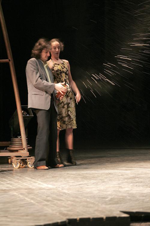 Les barbares.mise en scene:Eric Lacascade.festival d'avignon 2006.photo : Arnold Jerocki.