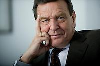23 APR 2008, BERLIN/GERMANY: <br /> Gerhard Schroeder, SPD, Bundeskanzler a.D., an seinem Schreibtisch, in seinem Buero, Deutscher Bundestag<br /> IMAGE: 20080423-01-064<br /> KEYWORDS: Altkanzler, Gerhard Schröder, Büro