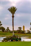 08-10-2015 -  Foto van Waterpartij met minaret op achtergrond bij Golf du Soleil in Agadir, Marokko. De 36 holes van Golf du Soleil werden ontworpen door Fernando Muela en Gerard Courbin.