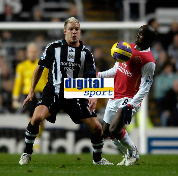 Photo: Jed Wee/Sportsbeat Images.<br /> Newcastle United v Arsenal. The FA Barclays Premiership. 05/12/2007.<br /> <br /> Arsenal's Lassana Diarra (R) with Newcastle's Alan Smith.