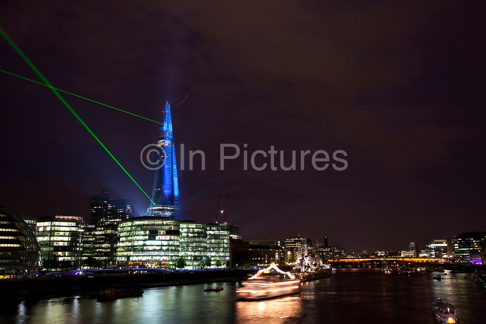 Inauguration laser light show to mark the completion of external works on The Shard. Lit up by a selection of 12 lasers and 30 search lights beaming across the skyline, reaching out to other landmarks. Situated on the River Thames at Southwark, the skyscraper will be fully illuminated. London, England, UK.