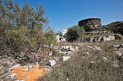 Periferia di Brindisi - Costa Adriatica..Case abbandonate e distrutte nei pressi dell'aeroporto di Brindisi