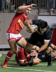 VANCOUVER, Nov. 4, 2017  Team Canada's Guiseppe Du Toit (L) tries to stop Maori All Blacks' Rob Thompson (R) during an exhibition game in Vancouver, Canada, on Nov. 3, 2017. Maori All Blacks won 51-9. (Credit Image: © Andrew Soong/Xinhua via ZUMA Wire)