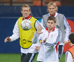 MILAN, ITALY - Monday, March 10, 2008: Liverpool's captain Steven Gerrard and Peter Crouch training at the San Siro Stadium ahead of the UEFA Champions League First knockout round 2nd Leg match against FC Internazionale Milano. (Pic by David Rawcliffe/Propaganda)