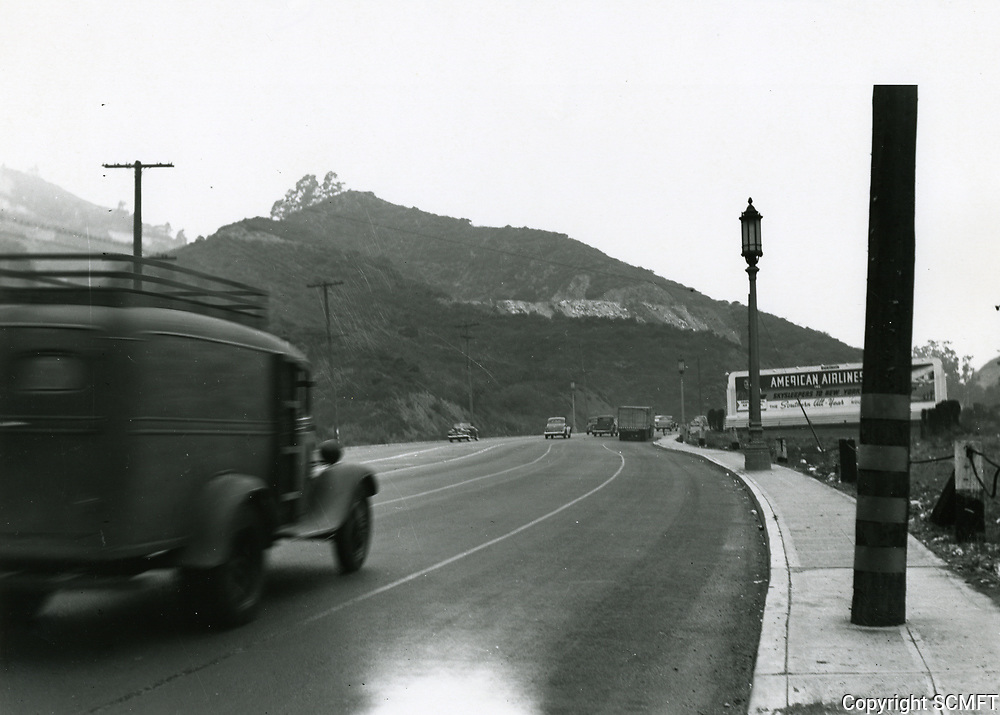 1937 Cars in the Cahuenga Pass