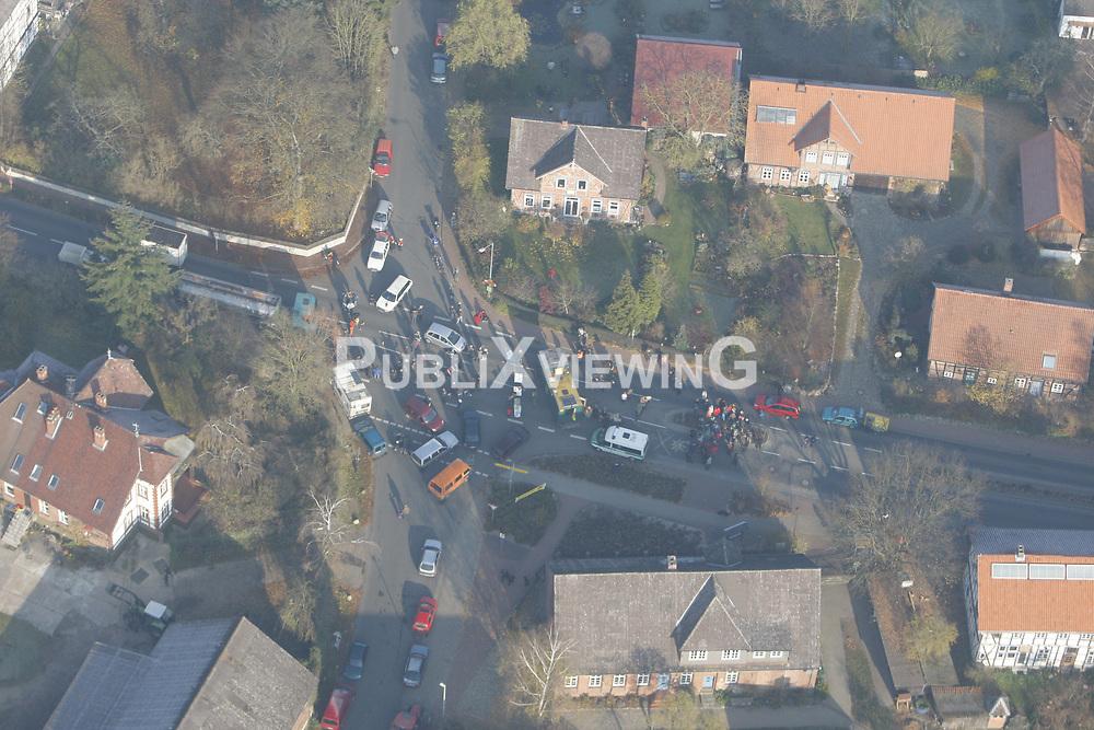 Luftbild einer Straßenblockade im Wendland<br /> <br /> Ort: Küsten<br /> Copyright: Andreas Conradt<br /> Quelle: PubliXviewinG