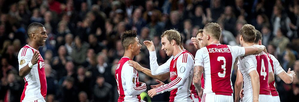 Nederland. Amsterdam, 29-09-2012. Foto: Patrick Post.  Ajax-Twente. Uitslag: 1-0. Ajax juicht na het doelpunt van Christian Eriksen (midden) op aangeven van Ryan Babel (links).