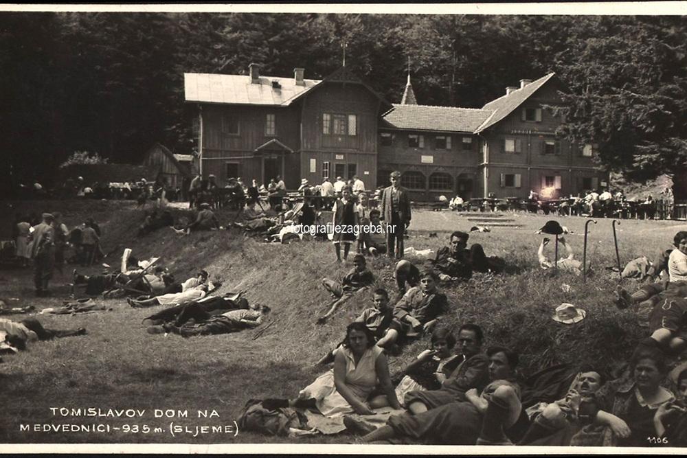 Tomislavov dom na Medvednici - 935 m : (Sljeme). <br /> <br /> ImpresumZagreb : Foto-Material od Griesbach i Knaus, [1931].<br /> Materijalni opis1 razglednica : tisak ; 8,6 x 13,9 cm.<br /> NakladnikFotoveletrgovina Griesbach i Knaus (Zagreb)<br /> Mjesto izdavanjaZagreb<br /> Vrstavizualna građa • razglednice<br /> ZbirkaGrafička zbirka NSK • Zbirka razglednica<br /> Formatimage/jpeg<br /> PredmetMedvednica • Zagreb<br /> SignaturaRZG-SLJE-14<br /> Obuhvat(vremenski)20. stoljeće<br /> NapomenaRazglednica je putovala 1931. godine.<br /> PravaJavno dobro<br /> Identifikatori000954805<br /> NBN.HRNBN: urn:nbn:hr:238:069261 <br /> <br /> Izvor: Digitalne zbirke Nacionalne i sveučilišne knjižnice u Zagrebu