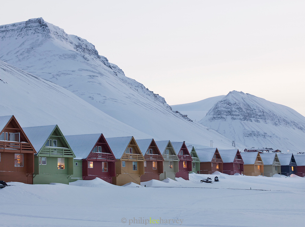 Colourful houses line the streets of Longyearbyen, the largest settlement in the Svalbard archipelago in the Arctic Circle, in Spitsbergen, Norway