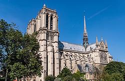 THEMENBILD - Blick auf die Kathedrale Notre-Dame de Paris. Sie ist eine katholische Kirche des Erzbistums Paris, aufgenommen am 09. Juni 2016 in Paris, Frankreich // View of the cathedral Notre-Dame de Paris. It is a Catholic church of the Archdiocese of Paris, Paris, France on 2016/06/09. EXPA Pictures © 2017, PhotoCredit: EXPA/ JFK