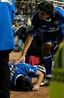Fotball<br /> Foto: SBI/Digitalsport<br /> NORWAY ONLY<br /> <br /> Newcastle United v Chelsea<br /> Coca-Cola Cup Fourth Round<br /> 10/11/2004<br /> <br /> Chelsea's Tiago Mendes (R) check on team mate Paulo Ferreira who lies injured after Newcastle's Laurent Robert sends him clattering into the advertising boards.