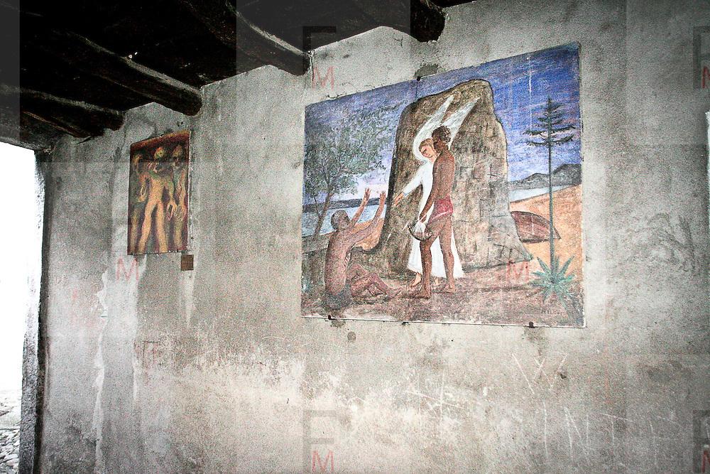"""Arcumeggia il paese dipinto in provincia di Varese. """"Tobiolo e l'Angelo"""" di Francesco Colacicchi"""