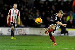 Bristol City's Simon Gillett - Photo mandatory by-line: Dougie Allward/JMP - Tel: Mobile: 07966 386802 28/01/2014 - SPORT - FOOTBALL - Griffin Park - Brentford - Brentford v Bristol City - Sky Bet League One
