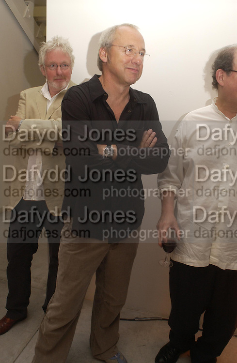 Hugh Hudson and Mark Knopfler. Party to celebrate the publication of Shalimar the Clown by Salman Rushdie. David Gill Gallery, 3 Loghborough St. London SE11 ONE TIME USE ONLY - DO NOT ARCHIVE  © Copyright Photograph by Dafydd Jones 66 Stockwell Park Rd. London SW9 0DA Tel 020 7733 0108 www.dafjones.com