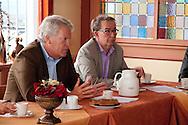 Deltacommissaris Wim Kuijken en Hans van der Kooi, programmamanager Deltaprogramma Waddengebied tijdens werkbezoek van de deltacommissaris aan het Waddengebied.