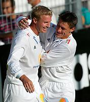 Fotball - 1.divisjon 15. september 2002. Strømsgodset - Skeid. Jostein Flo og Kenneth Karlsen jubler for 4-2.<br /> <br /> Foto: Andreas Fadum, Digitalsport