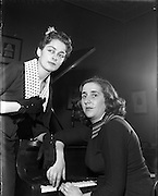 11/06/1958<br /> 06/11/1958<br /> 11 June 1958<br /> <br /> Mis Ida Briscoe, daughter of Robert Briscoe leaves for Rome<br /> <br /> <br /> Robert Briscoe (25/09/1894 – 11/03/1969) known as Bob Briscoe was an Irish Fianna Fáil politician who served as a Teachta Dála (TD) in the Oireachtas (Irish parliament) from 1927 to 1965.<br /> He was the first Jewish Mayor of Dublin serving in the 1950s and '60s.  He joined the Irish Republican Army in 1917, ran guns and ammunition for the IRA, and later raised money to help bring Jews to Palestine.