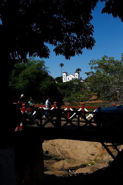 Pirenopolis_GO, Brasil.<br /> <br /> Igreja Matriz Nossa Senhora do Rosario na cidade historica de Pirenopolis, Goias. Em primeiro plano Ponte Velha sobre o rio das Almas.<br /> <br /> Nossa Senhora do Rosario Church in Pirenopolis, Goias. In first plan Ponte Velha over the Rio das Almas.<br /> <br /> Foto: MARCUS DESIMONI / NITRO