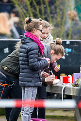 25.03.2015, Josef König Gymnasium, Haltern am See, GER, Germanwings Flug 4U9525, Flugzeugabsturz in Frankreich, Der Tag nach dem Absturz am Joseph-Koenig-Gymnasium, im Bild Schuelerinnen beschriften eine Kerze // The day after the Chrash of Flight 9525. An Airbus A320 of Germanwings has crashed in Southern French Alps on its flight from Barcelona to Duesseldorf International Airport. Josef Koenig Gymnasium in Haltern am See, Germany on 2015/03/25. EXPA Pictures © 2015, PhotoCredit: EXPA/ Eibner-Pressefoto/ Hommes<br /> <br /> *****ATTENTION - OUT of GER*****