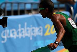 Solonei da Silva comemora a medalha de ouro após vencer a maratona do Pan de Guadalajara. FOTO: Jefferson Bernardes/Preview.com
