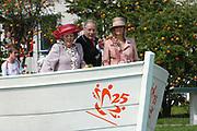 On Queensday, april 30th the Queen attends the celebrations of Queensday in Scheveningen near the Hague.<br /> This is her 25th jubilee.<br /> <br /> Op Koninginnedag, 30 april, is de Koningin  's Middags aanwezig metn en haar familie het koninginnedagfeest mee te vierten in Scheveningen.<br /> <br /> On The photo / On the Photo;<br /> <br /> Queen Beatrix and Princes Maxima / Koningin Beatrix en Prinses Maxima