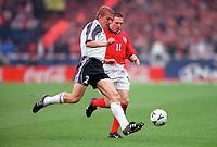 Marko Rehmer (Germany) Nick Barmby (England). England 0:1 Germany, FIFA World Cup 2002 Qualifier Group Nine, Wembley Stadium, 7/10/2000. Credit: Colorsport / Stuart MacFarlane.