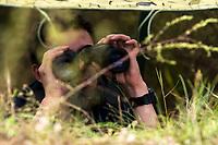 Bialystok, 10.08.2019. W ramach kampanii ZOSTAN ZOLNIERZEM RZECZYPOSPOLITEJ na poligonie 18 Pulku Rozpoznawczego w Zielonej swoich sil probowalo ok 40 osob zainteresowanych sluzba wojskowa. Celem kampanii jest promocja sluzby wojskowej i zachecanie do wstepowania w szeregi Wojska Polskiego N/z cwiczenia w punkcie obserwacyjnym z wykorzystaniem nowoczesnych srodkow obserwacji fot Michal Kosc / AGENCJA WSCHOD
