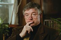 07 APR 2000, BERLIN/GERMANY:<br /> Prof. Dr. Andreas Troge, Präsident Umweltbundesamt, während einem Interview, in seinem Büro, Umweltbundesamt<br /> IMAGE: 20000407-01/02-32