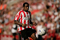 Photo: Jake Eastham.<br /> Southampton v Crewe. Coca Cola Championship.<br /> 27/08/2005.Richard Fuller keeps control as he attacks the penalty area