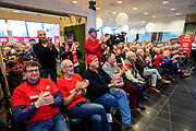 In Utrecht zijn zo'n duizend FNV-leden bij het vakbondshuis gekomen om als actieberaad te praten over de eerder besproken hoofdlijnen van het actieplan vast te stellen. De vakbond komt in actie na het mislukken van het pensioenakkoord waarvoor de vakbond de schuld heeft gekregen.<br /> <br /> In Utrecht around thousand members of the trade union FNV gather to discuss the actions the trade union has to take after the collapse of an agreement on the pensions with the government.