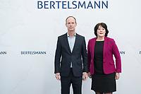 27 MAR 2018, BERLIN/GERMANY:<br /> Thomas Rabe (L), Vorstandsvorsitzender von Bertelsmann, und Anke Schaeferkordt (R), Geschaeftsfuehrerin der Mediengruppe RTL Deutschland, nehmen Aufstellung zum Gruppenbild des Vorstandes der Bertelsmann SE & Co. KGaA, vor Beginn der Bertelsmann Bilanzpressekonferenz, Konzernrepraesentanz Berlin, Unter den Linden 1<br /> IMAGE: 20180327-01-007<br /> KEYWORDS: Anke Schäferkordt
